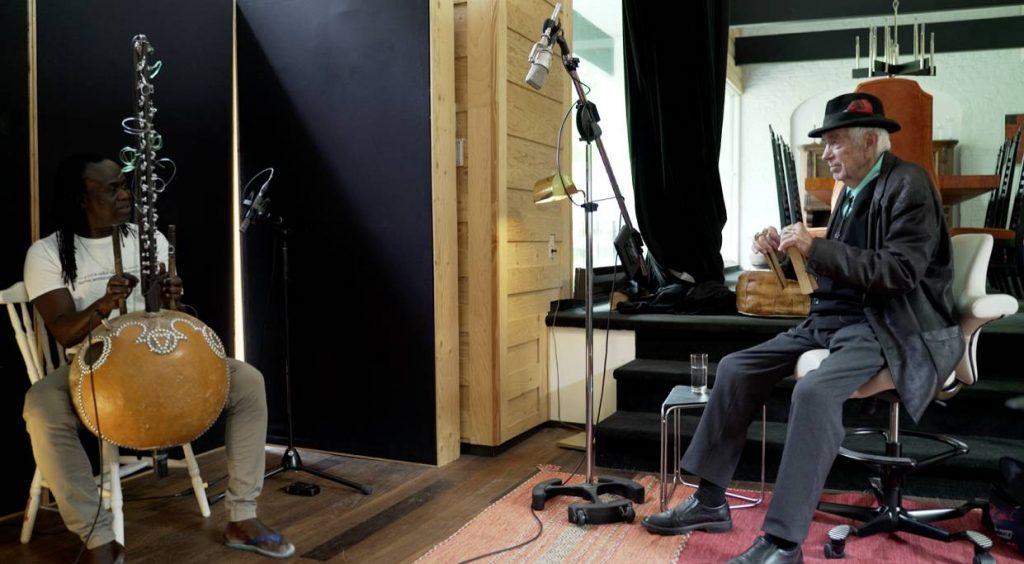 Une séance d'improvisation avec Zal Sissokho à la kora et Jean-Paul Guimond aux osselets.